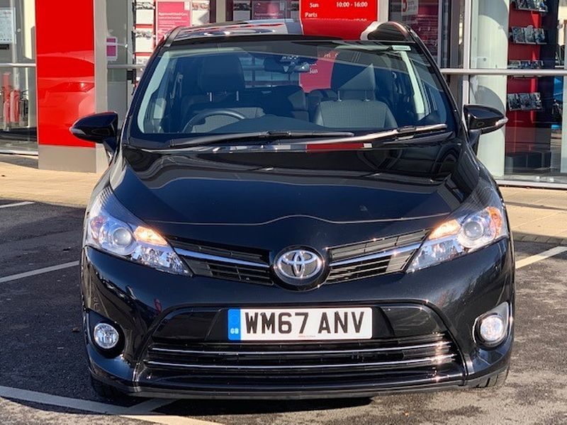 Toyota Verso Design 1.8 Auto Navigation & Pan Roof