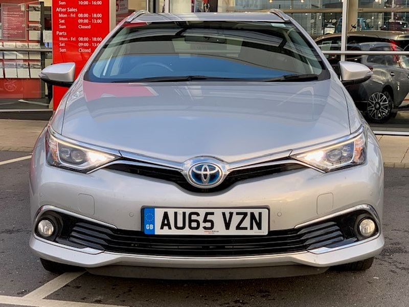 Toyota Auris Hybrid 1.8  Excel Estate Navigation